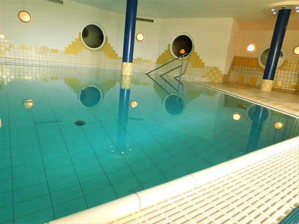 hauseigenes Schwimmbad