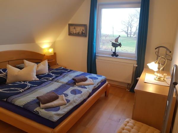 1. Schlafzimmer mit Boddenblick