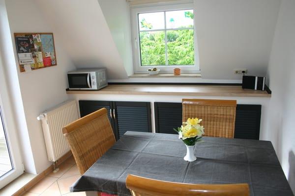 Essplatz in der Küche mit ausziehbarem Tisch