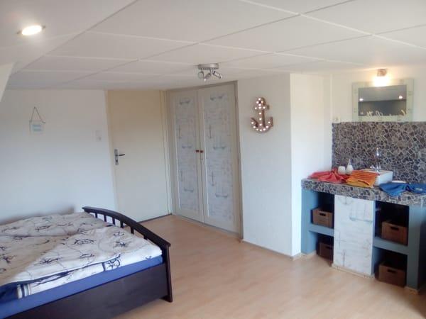 Eingang Zimmer Möwe mit Schank