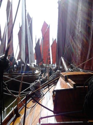 Zeesboote im Hafen - Braune Segel mit Tradition