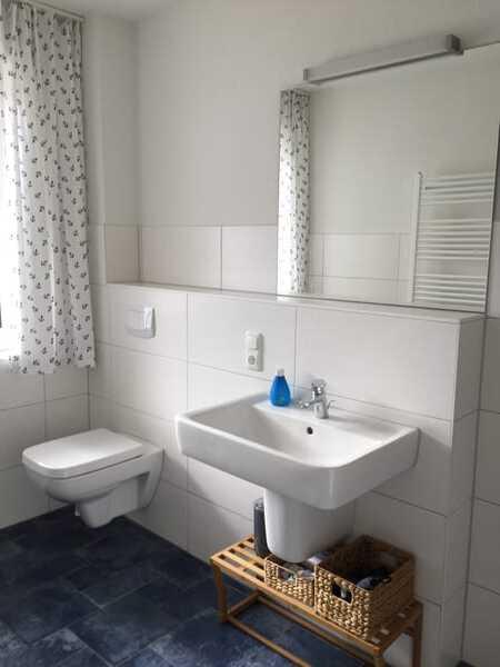 Duschbad mit Fenster, ebenerdige Dusche