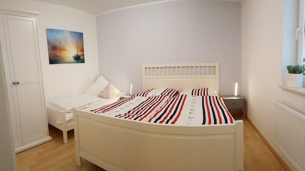 Schlafzimmer mit Zusatzbett (80x180cm)