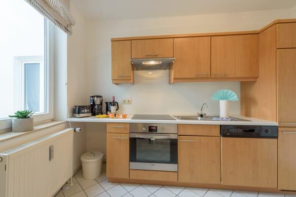 Die separate Küche ist voll ausgestattet mit allem, was man zum Kochen braucht.