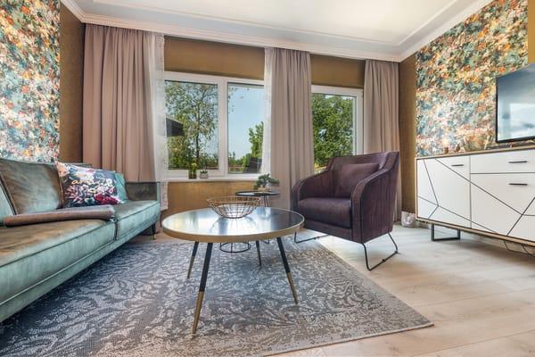 Die Wohnung wurde im Winter 19/20 renoviert und neu möbliert.