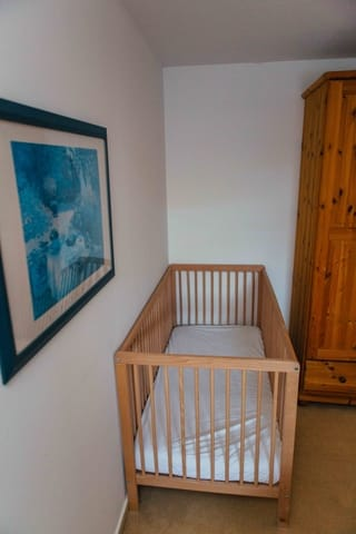 Schlafzimmer 2 mit Babybett
