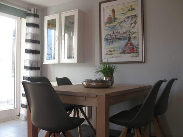 Essecke im Wohnzimmer der Villa Augusta