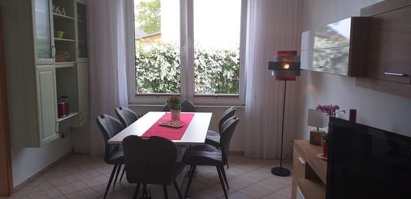 Essbereich im Wohnzimmer mit Toaster