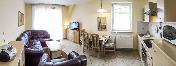 Wochnbereich mit Küche und Balkon Zugang