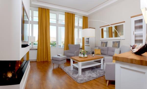 Auf 85 Quadratmetern begrüßen wir Sie ab Juni 2019 in dem 3-Raum-Appartement im modernen und gemütlichen Landhausstil mit Gaskamin zu sonnigen und erholsamen Urlaubstagen.