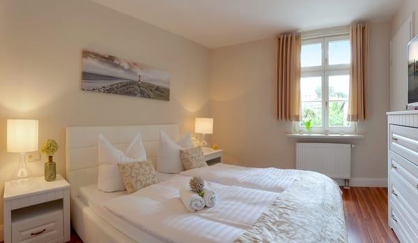 Das zweite Schlafzimmer besticht mit einem bequemen Doppelbett (160x200), Flat TV und vielen weiteren Accessoires.