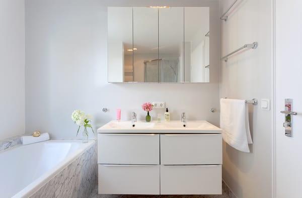 – Dank eines Fensters auch im Badezimmer.