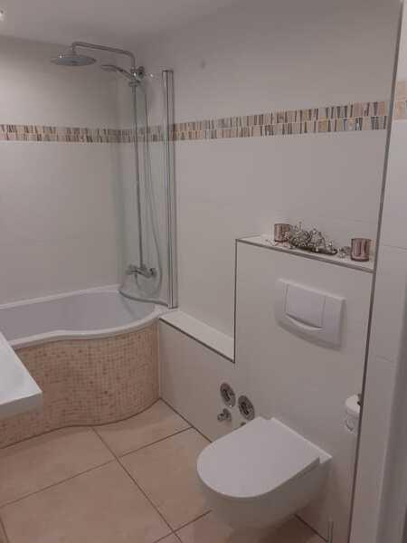 hochwertiges neues Bad