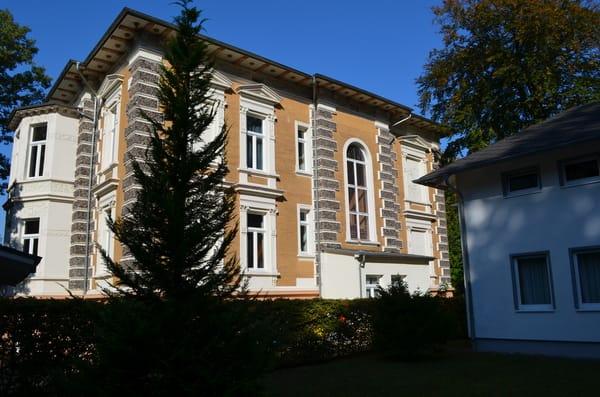 alte Villa, rechts neben der Ferienresidenz Buchenpark