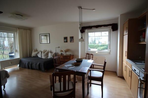 Wohnbereich mit Küche und Essecke