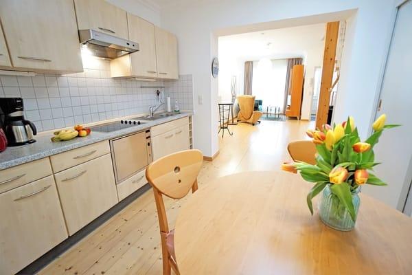 Offene Küche mit Esstisch