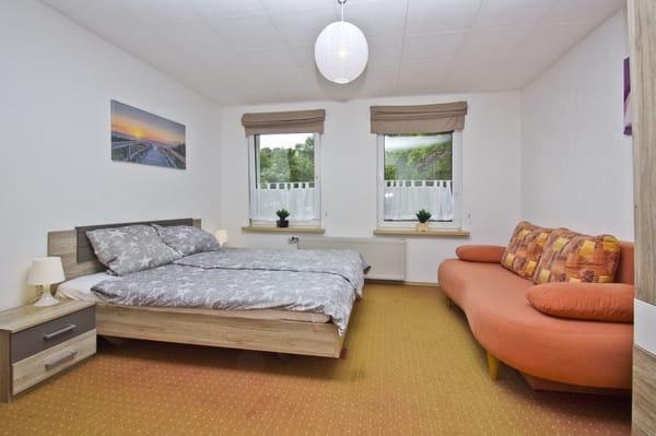 Schlafzimmer 1