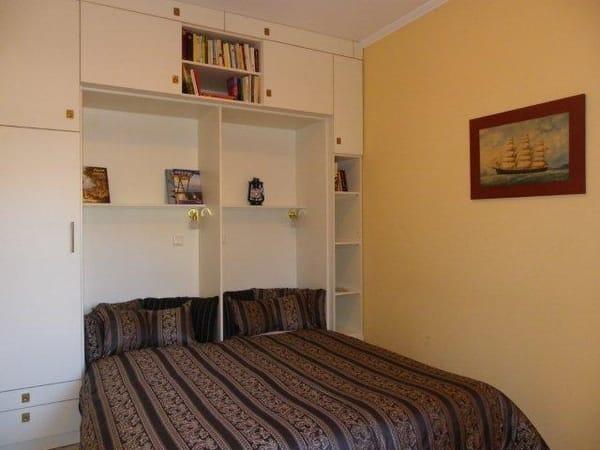 Schlafzimmer mit Fernsehr, Mückenschutz-, Sonnenschutzrollos, Außenrollo, Save