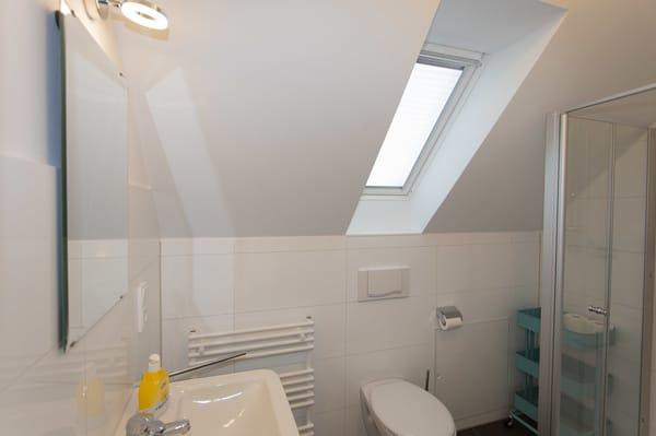 kleines Duschbad direkt angrenzend an Schlafzimmer 1