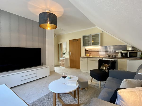Wohnzimmer + Küchenzeile