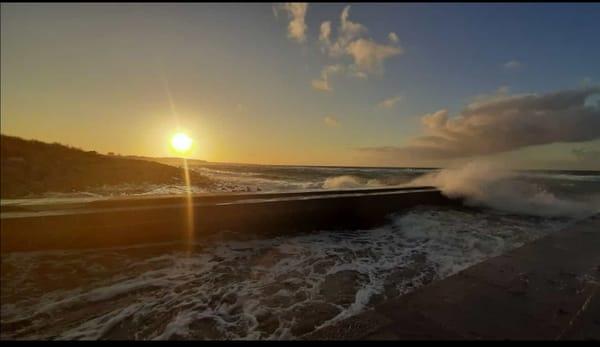 Sonnenuntergang bei Sturm an der Ostsee