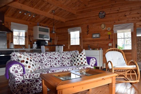 gemütliches Wohnzimmer mit Couch