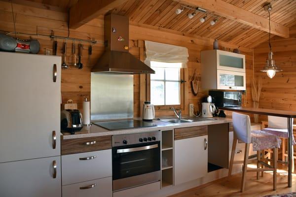 offene Küchenzeile inkl. Spülmaschine, Backofen & Essplatz