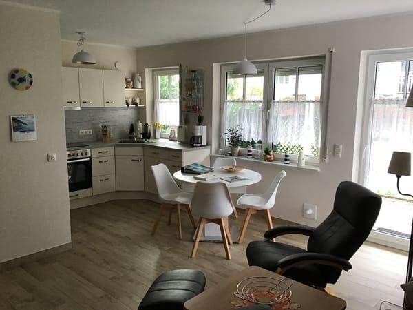 Einbauküche mit Essbereich