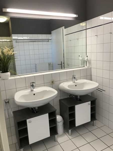 Badezimmer mit seperatem WC