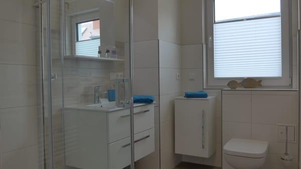Tageslicht Bad mit bodengleicher Dusche