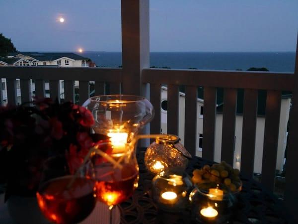 ... Vollmondnacht über dem Südstrand genießen - mit Blick auf den Leuchtturm der Greifswalder Oie