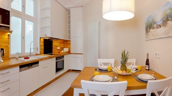 Backofen, Mikrowelle, Kühlschrank mit Gefrierfach, Toaster, Wasserkocher, ...