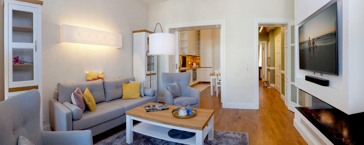 Die ideale Raumaufteilung verspricht Urlaubsgenuss pur. Treten Sie ein - ein großzügiger Wohnbereich mit einem exklusiven Gaskamin erwartet Sie bereits.
