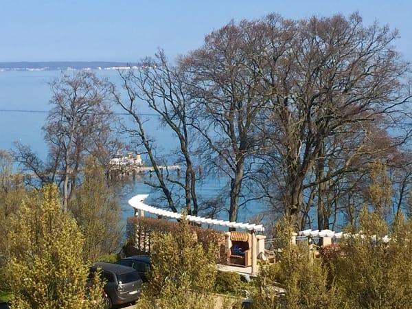 Den Schiffsverkehr an der Seebrücke beobachten...