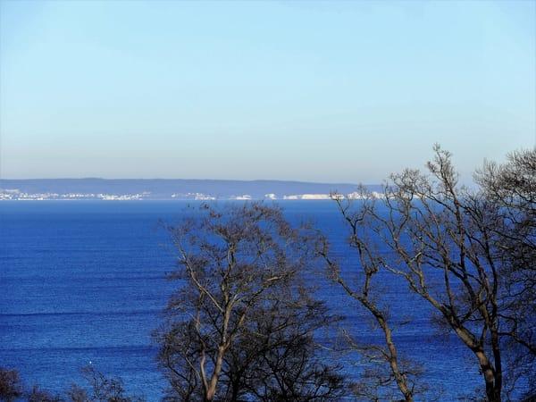 Im Winter kann man die Kreidefelsen besonders gut sehen, die Silvesterfeuerwerke der Ostseebäder bestaunen und mit unserem Fernglas den Schiffsverkehr in Mukran beobachten.