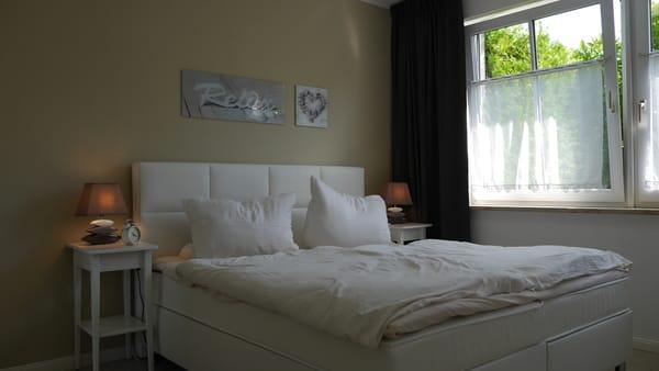 Schlafzimmer mit 1,80m Doppelbett (Boxspring..)