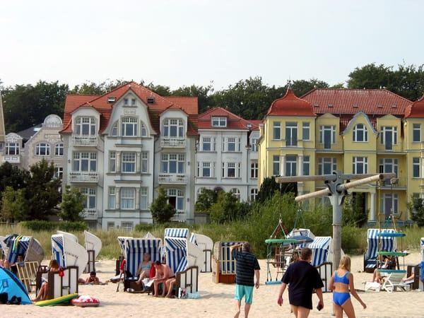 Villa Carola vom Strand aus gesehen ( das Haus in der Lücke )