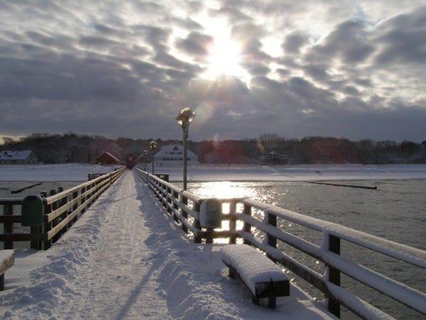 winterliche Seebrücke