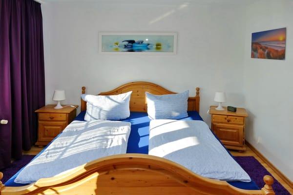 Doppelbett - Schlafzimmer