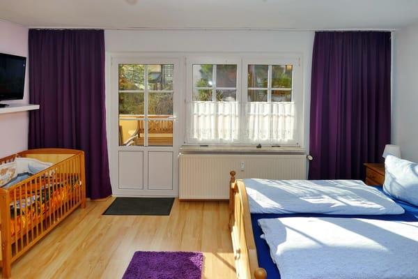 Schlafzimmer + Terrasse, auch durch den Garten zu erreichen!