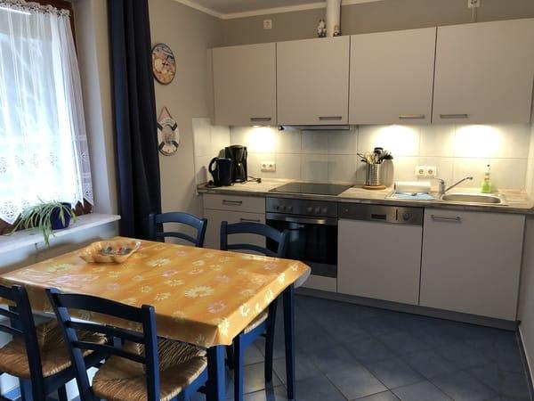 Typ 1/2 - Küche mit GS, Kühlschrank mit Gefrierfach... (Parterre)