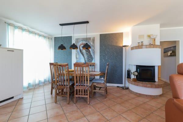 Essbereich/ Wohnbereich mit Kamin