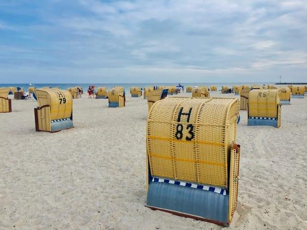 Kostenlos: wohnungseigener Strandkorb am Strandabschnitt direkt vor dem Haus (garantiert verfügbar vom 15.5.-15.9., je nach Wetterlage auch schon früher oder noch länger)