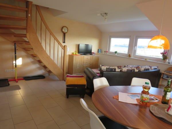 Wohn- und Essbereich mit Treppe in den 3. Schlafbereich