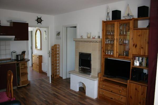 Küchenzeile und Wohnzimmer