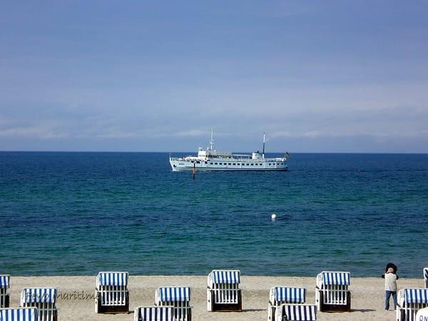 Ausflugsboot am herrlichen Sandstrand !