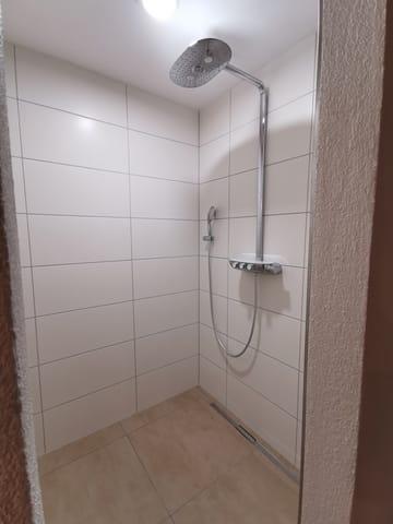 Dusche, Sauna im Untergeschoss