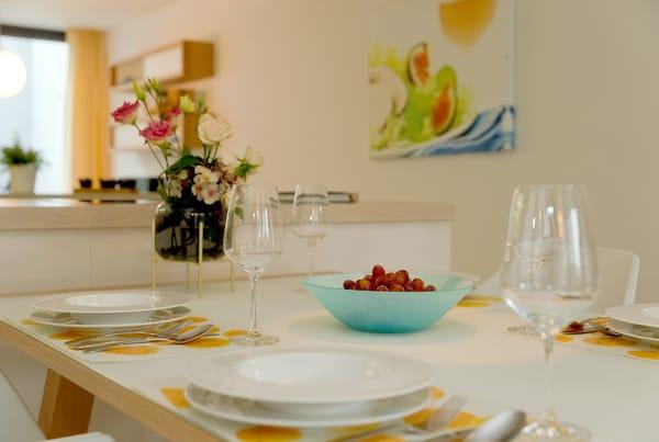 ... kann die ganze Familie in geselliger Runde die zubereiteten Speisen genießen.