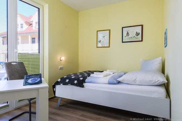 Schlafzimmer 2 mit Doppelbett (1,40 x 2,00)