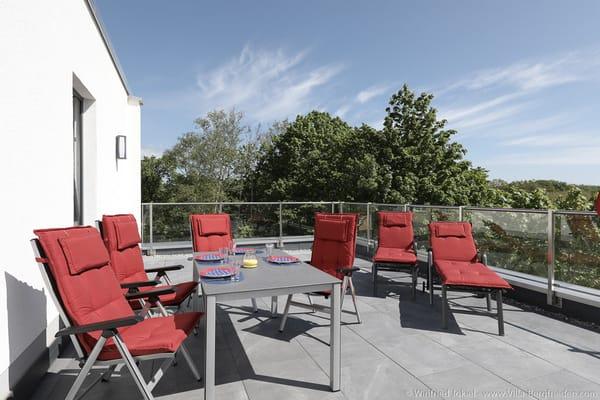 Dachterrasse mit Sitz- und Liegemöglichkeiten